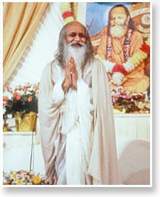 Maharishi in the Patanjali Golden Dome